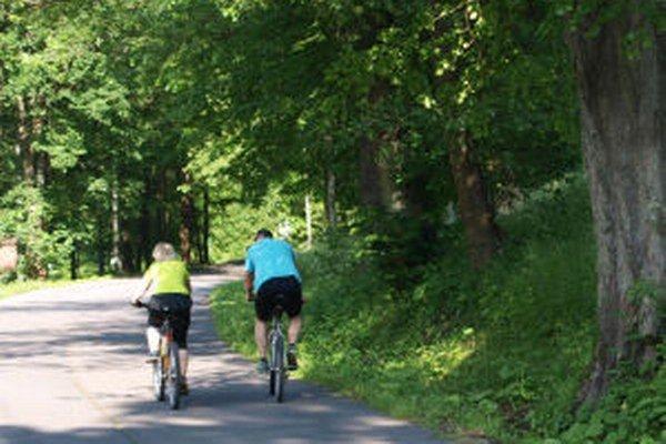 Kremnica prišla s novinkou. Na Skalku a Krahule premáva počas víkendov a sviatkov cyklobus.