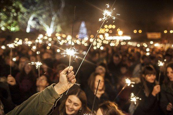 Minulý rok počas otvorenia vianočných trhov v centre mesta zapálili naraz dvetisíc prskaviek.