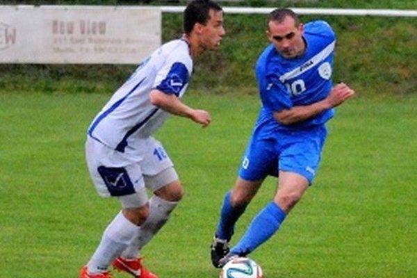 V modrom hrdina zápasu Michal Páleník.