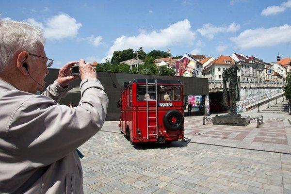 Turistov je v meste viac.