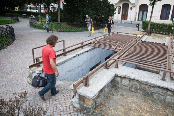 Väčšina verejných toaliet v centre je starých.