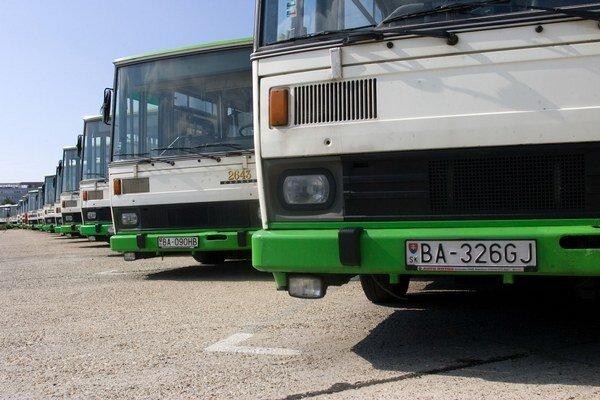 V jednom z bratislavských autobusov hrá hudba zvolená cestujúcimi.