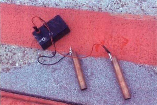 Jedno z podozrivých zariadení, ktoré našli v batožine zadržaného cestujúceho.