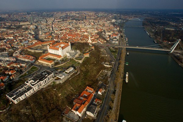 Centrum mesta z vrtuľníka.