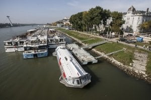 Plavbu na rieke zastavili do 20. októbra.
