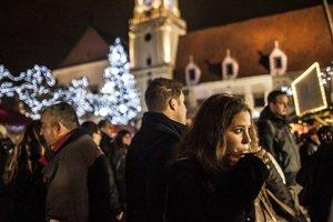Vianočné trhy v Bratislave niekoho dnes zaujímajú viac, než voľby.