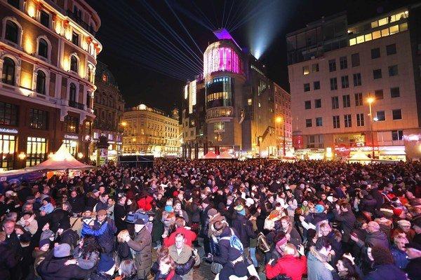 Naučte sa valčík, na Silvestra sa to dá priamo v uliciach Viedne.