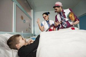 Zdravotní klauni sa snažia oddelenia navštevovať pravidelne.