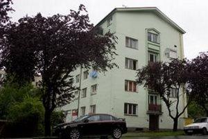 Ľudia, ktorí dnes bývajú v bytovke, sa odsťahovať nechcú a o byty sa súdia.