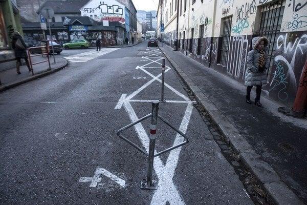 Na spoločné pravidlá parkovania si budú musieť Bratislavčania ešte počkať.