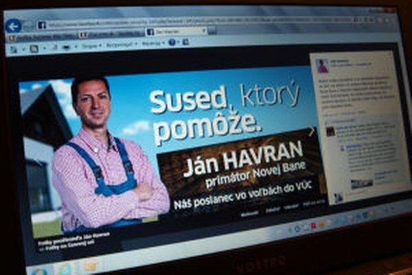 Voličov zo susedného mesta skúšal Havran osloviť v montérkach.