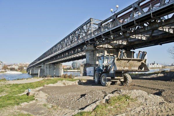 Starý most začali rozoberať v decembri.