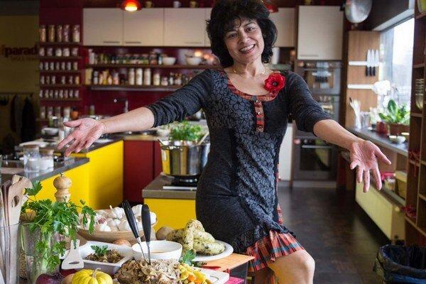 Tradičná rómska kuchyňa je pestrá a poznamenaná všetkými krajinami, ktorými tento národ v minulosti prechádzal.