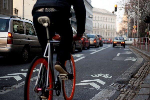 Cyklistický chodník na Špitálskej.