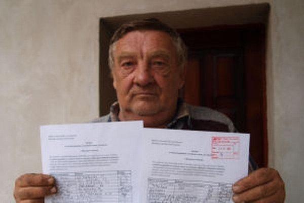 Je to hanba, hovovorí na stav cintorína František Puliš, ktorý inicioval petíciu.