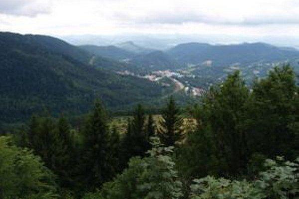 Rozhľadňa ponúka výhľady na okolie Kremnice.