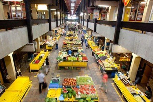Bežný nákup zeleniny či ovocia sa v priestoroch tržnice zmení počas júna na umelecký zážitok.