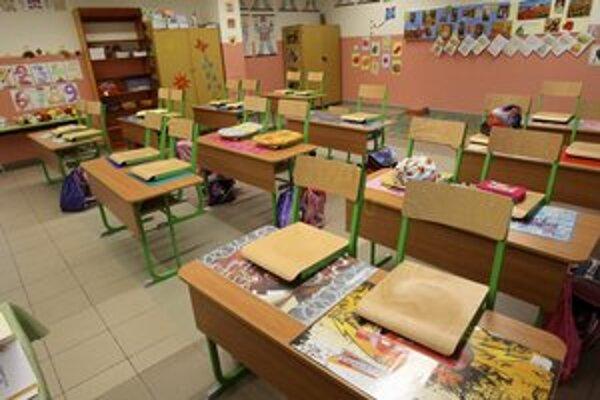 Pokým stoličky v triedach ostanú vyložené, školáci môžu využiť ponuku centier voľného času alebo jednotlivých mestských častí.