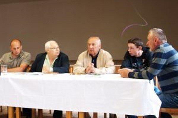 Téma možných sponzorských darov od Ortacu vyvolala v Lúčkach diskusiu.