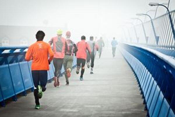 Beží sa i v mrazivom počasí.
