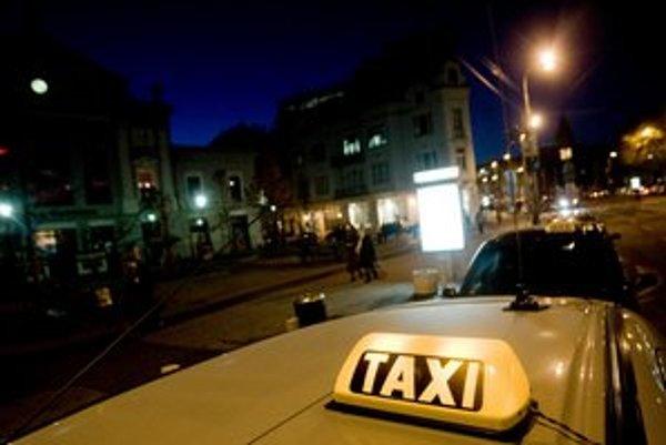Taxíky majú fungovať podľa nových pravidiel.