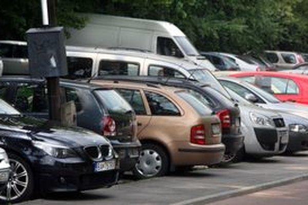 Až 780 áut príde podľa prieskumu cez víkendový deň k Partizánskej lúke, dovezú 3660 ľudí.