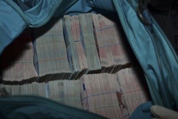 Okrem peňazí sa zlodeji ulakomili aj na gumičky.