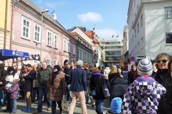 Trh na Panenskej, pokojná ulica dnes ožila.