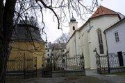 Jedným z historicky cenných miest župy je obec Marianka, známe pútnické miesto.