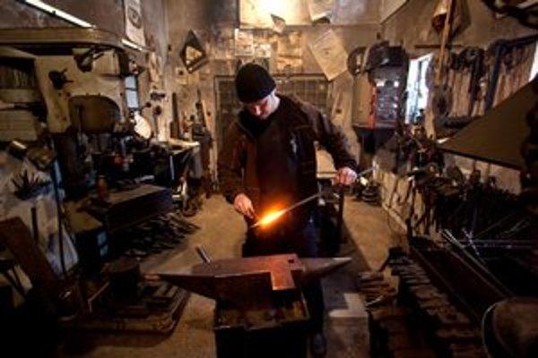 V kováčskej dielni Romana Hanúska.