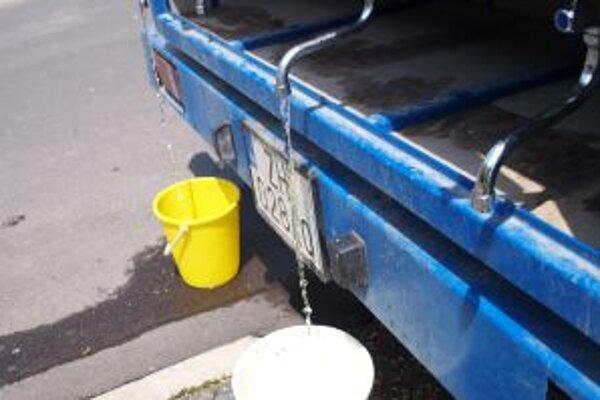 Bez vody budú obyvatelia sídliska Centrum 2 aj budúci týždeň. Kedy a na ako dlho, zatiaľ vodárenská spoločnosť neupresnila.