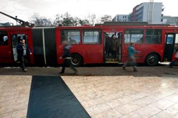 Nové trolejbusy prídu neskôr. Tender DPB bol diskriminačný.