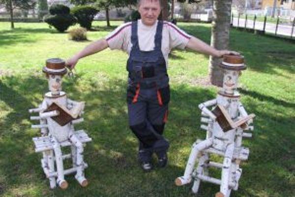 Ladislav Baranec chce svojimi drevenými výtvormi robiť radosť najmä žiakom.