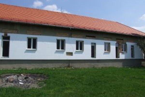 Bývalú základnú školu prerábajú na obytný dom.