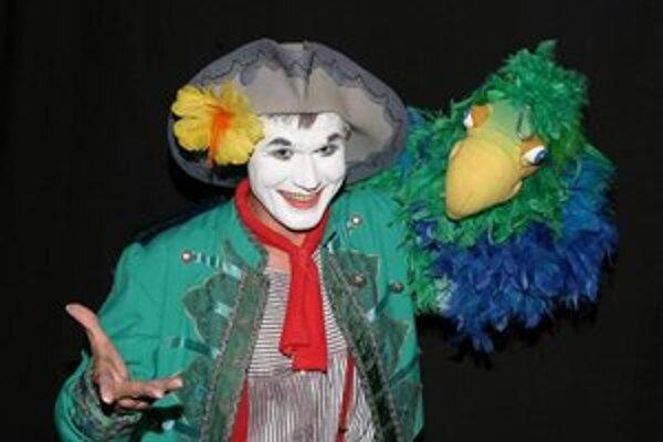 Juraj Benčík vystúpi na Cirkul'arte s predstavením Kapitán Panto a papagáj Mimo.