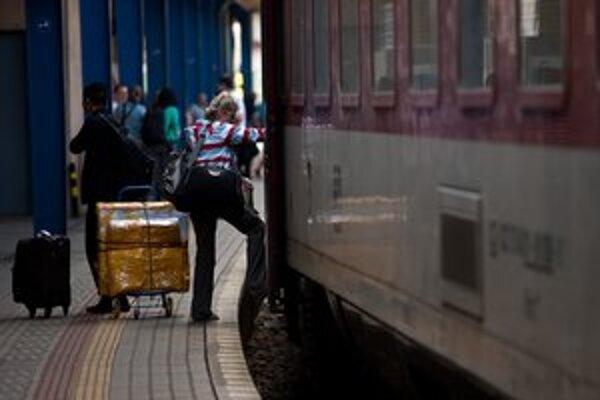Karta má platiť na vlakoch, prímestských autobusoch a MHD.