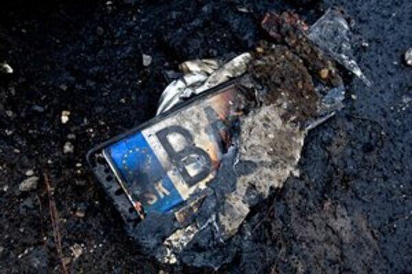 V noci horelo auto na Mlynarovičovej.