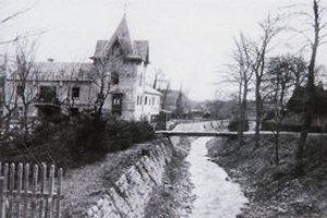 Vila grófa Lanfranconiho pri odkrytom potoku Vydrica.