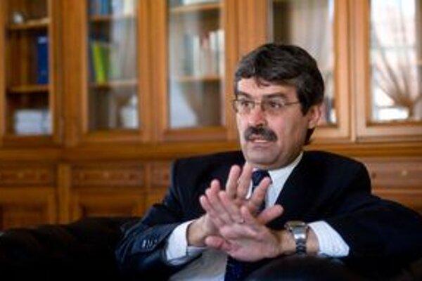 Primátor Milan Ftáčnik (nezávislý s podporou Smeru).