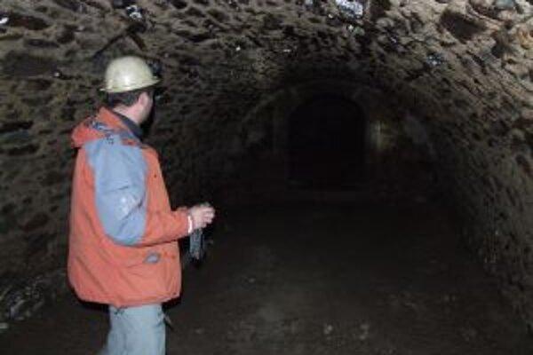 Novobanské katakomby. S Branislavom Medveďom sme sa do nich dostali cez kotolňu kina Vatra.