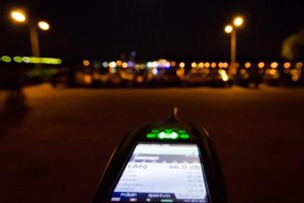 V priemere na celú noc prekročili organizátori povolenú hlasitosť o takmer 10 decibelov.