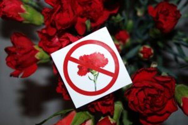 Na multi-divo-žánrovej párty v undreground clube 84 platil včera zákaz červených karafiátov.
