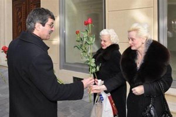 Vlani primátor rozdal 250 ruží.
