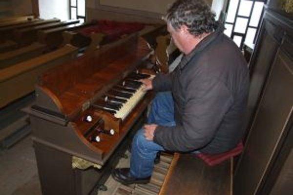 Kunešovský organ. V rámci renovácie zachovali jeho originálny zvuk.