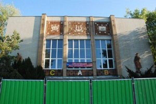 PKO patrí mestu, pozemky pod ním však predalo ešte za Andreja Ďurkovského.