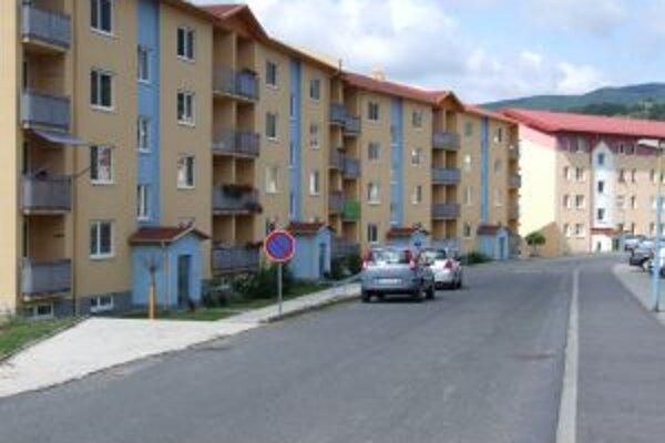 Novobanské sídlisko Pod sekvojou. V tejto časti pribudli nájomné byty v roku 2007.