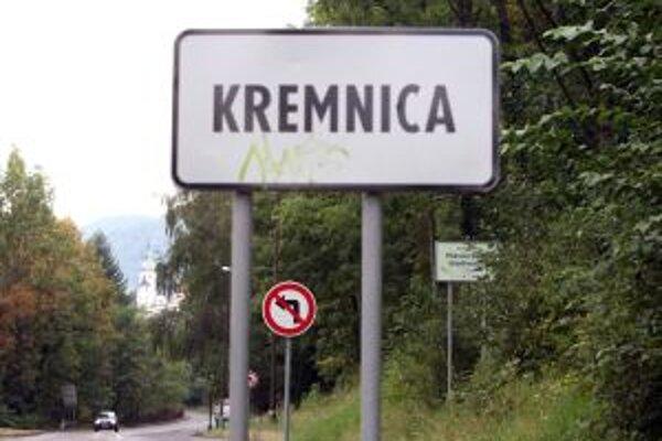 V Kremnici včera neschválili rozpočet mesta na budúci rok. Dôvodom sú vyostrené vzťahy medzi primátorkou a poslancami.
