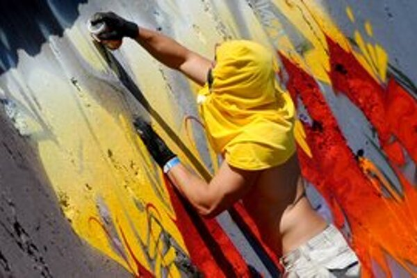 Maľovanie na steny je počas festivalu dovolené.