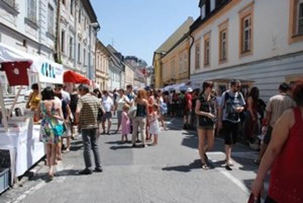Ľudia prišli aj v horúčavách. Trh bol príjemný, nebol preplnený ako obyčajne.