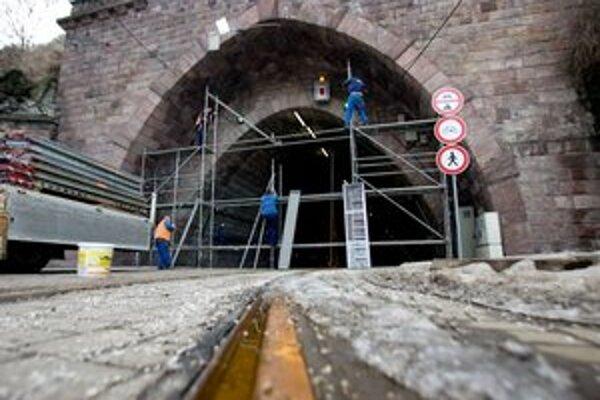 Tunel bude zrejme zavretý takmer rok.